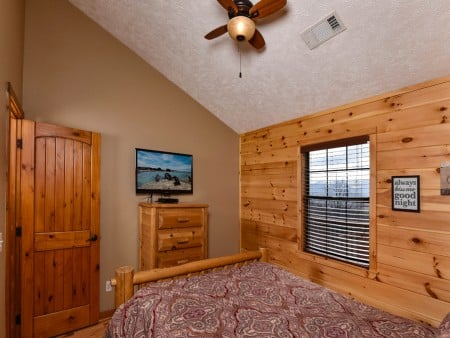 Pigeon Forge - Smoky View On the Rocks - Bedroom One TV
