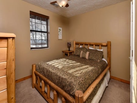 Pigeon Forge - Smoky View On the Rocks - Bedroom Two