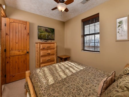 Pigeon Forge - Smoky View On the Rocks - Bedroom Two TV