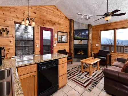 Pigeon Forge - Smoky View On the Rocks - Living & Kitchen