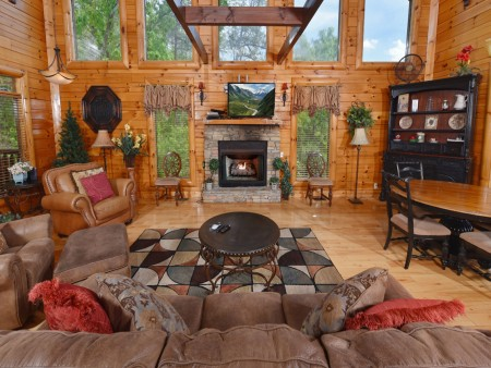 Pigeon Forge Cabin - Splash 'N Around - Living Room