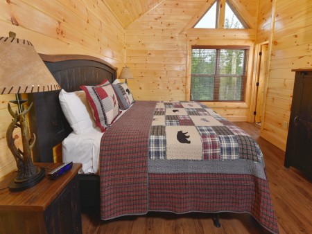 Pigeon Forge Cabin - Splash N' More - Bedroom