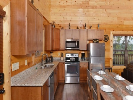 Pigeon Forge Cabin - Splash N' More - Kitchen
