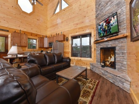 Pigeon Forge Cabin - Splash N' More - Living Room