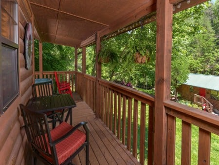 Pigeon Forge Cabin- In Green Pastures – Deck