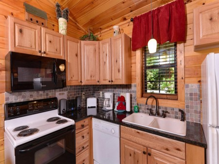 Pigeon Forge Cabin- In Green Pastures – Kitchen