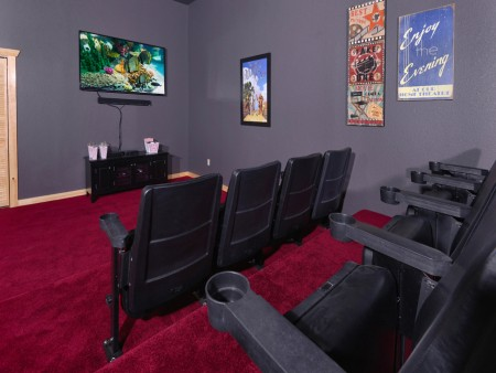 Pigeon Forge - Highland Plunge - Theater Room