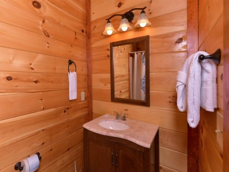 Pigeon Forge Cabin- Jennie's Cove - Bathroom