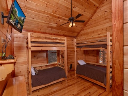 Pigeon Forge Cabin- Jennie's Cove - Bunkbeds