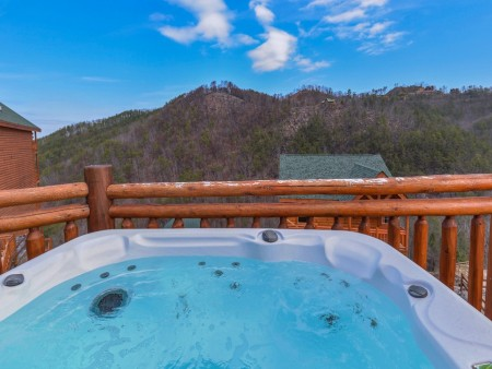 Pigeon Forge Cabin- Jennie's Cove - Outdoor Hot Tub View