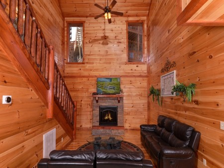 Pigeon Forge Cabin- Jennie's Cove - Living Room