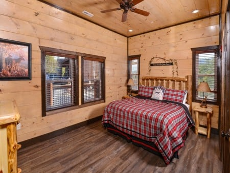 Pigeon Forge - Luxury Lodge - Bedroom Two