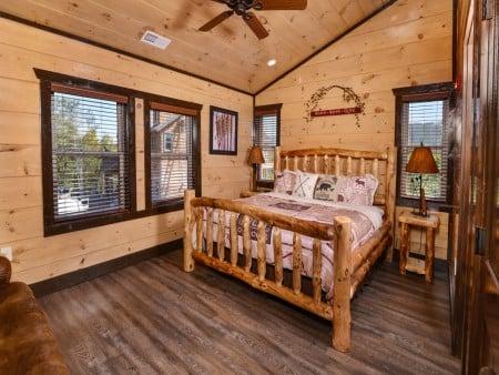 Pigeon Forge - Luxury Lodge - Bedroom Three