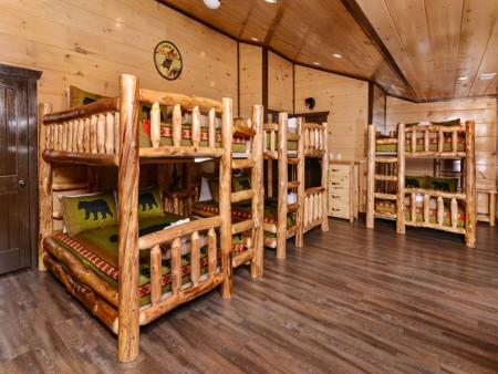 Pigeon Forge - Luxury Lodge - Bedroom Five