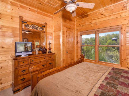 Pigeon Forge Cabin- Mt. LeConte Views Lodge – Bedroom
