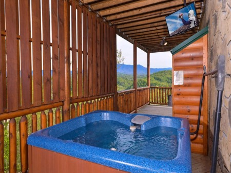 Pigeon Forge Cabin- Mt. LeConte Views Lodge – Outdoor Hot Tub