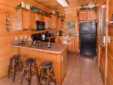 Pigeon Forge Cabin- Mt. LeConte Views Lodge – Kitchen