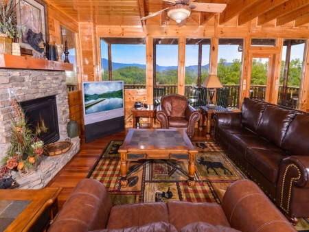 Pigeon Forge Cabin- Mt. LeConte Views Lodge – Living Room