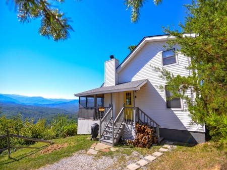 Pigeon Forge Cabin- Over The Top –Exterior