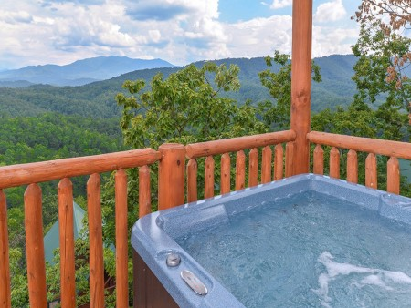 Pigeon Forge Cabin- Paradise Peak – Outdoor Hot Tub View