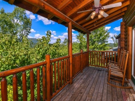 Pigeon Forge Sleepy Hollow Covered Deck