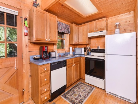Pigeon Forge - A Smoky Mountain Rose - Kitchen