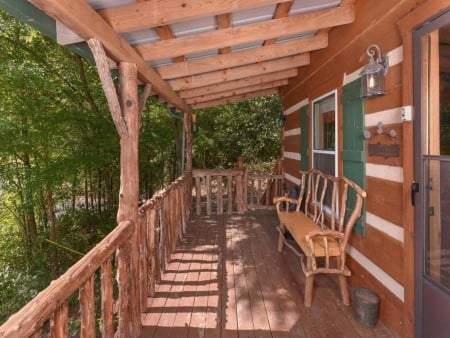Pigeon Forge Sweet Annie Covered Deck