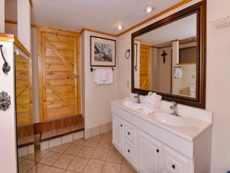 Pigeon Forge - Traveler's Rest - Bathroom 1