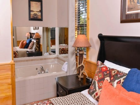 Pigeon Forge - Traveler's Rest - Indoor Jetted Tub