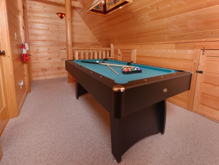 pigeon forge cabin – cozy cabin – pool table