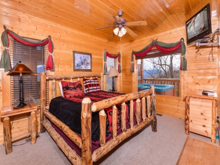 Pigeon Forge - View of God's Country - Bedroom