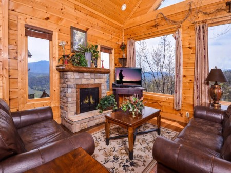 Pigeon Forge - View of God's Country - Living Room