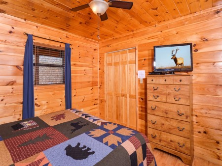 Wild Turkey Lodge Bedroom