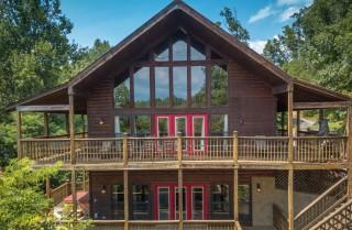 Gatlinburg Cabin Rentals - Bearfoot Landing