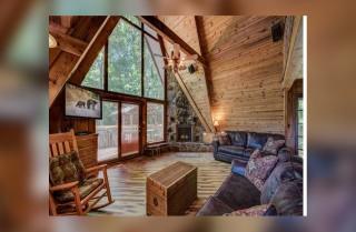 Gatlinburg - A-Frame of Mind -Living Room