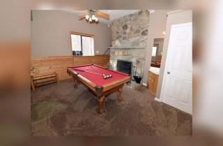 Gatlinburg - Bear Ridge - Pool Table