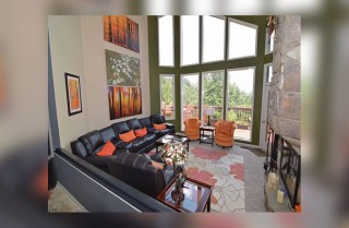 Gatlinburg - Birdsong - Living Room