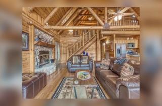 Gatlinburg - Christines Cabin - Living Room 1