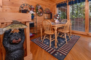 Pigeon Forge Cabin- American Pride – Dining Area
