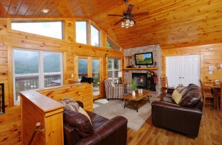 Gatlinburg Cabin - Absolute Heaven - Living Room