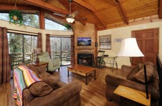 Gatlinburg  - Cabin on the Creek - Living Room