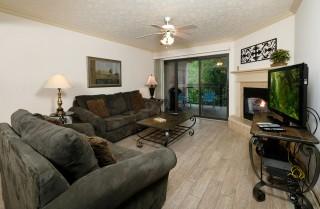 Gatlinburg - Creek View - Living Room