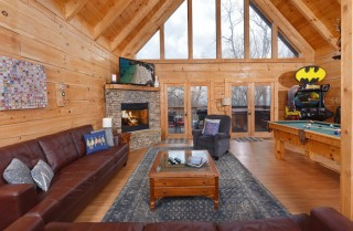 Gatlinburg Cabins - Gigi's Getaway - Living Room