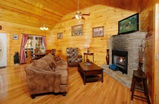 Gatlinburg - Love Shack - Living Room