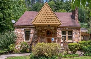 Gatlinburg Cabin - Simone's Cottage - Exterior