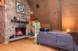 Gatlinburg  - Smoky Bear Hideaway - Living Room