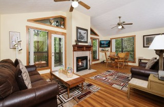Gatlinburg  - The Bird Hallar - Living Room