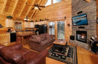 pigeon forge cabin – a bear creek crib – living room