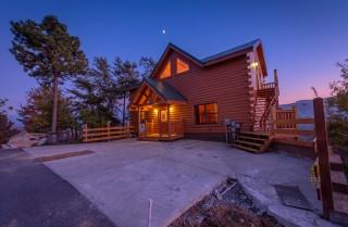 Pigeon Forge Cabin - Beaver's Mountaintop Retreat - Exterior Twilight
