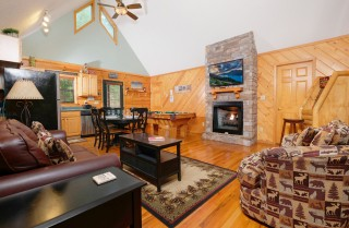 Pigeon Forge Cabin - Cozy Corner - Living Room